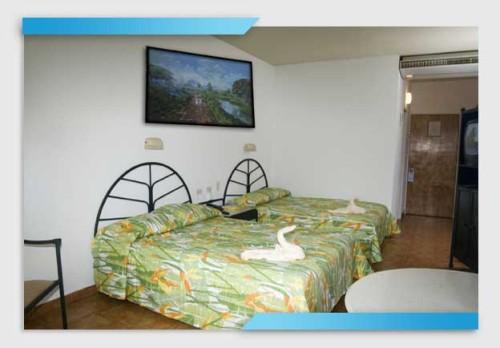 oasis hotel hoteles y posadas en barcelona anzo tegui. Black Bedroom Furniture Sets. Home Design Ideas